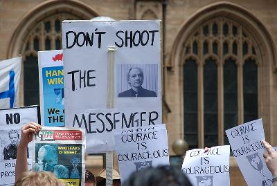 Demonstration in front of Sydney Town Hall in support of Julian Assange, 2010 (photo by Elekhh)